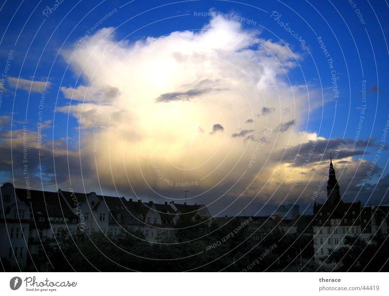 Riesenportion Himmel weiß blau Haus Wolken Straße groß Macht Fett Leipzig Kumulus gigantisch Watte Gohlis