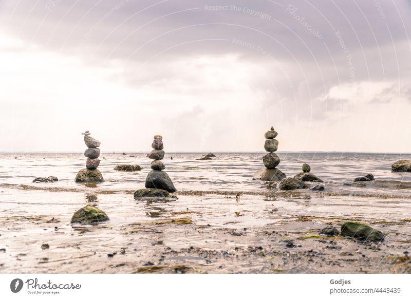 Steintürme am Strand Steine Steinturm Türme Ostsee Menschenleer Himmel Landschaft Meer Natur Küste Wasser Außenaufnahme Wellen Wolken Farbfoto Tourismus