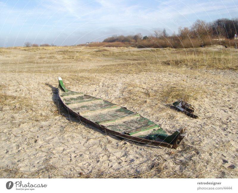 Lost Boat alt Strand Holz Wasserfahrzeug verfallen historisch Fischer Beruf Schleswig-Holstein Laboe