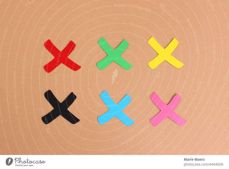 Wählen! Kreuze in den Farben der größten Parteien zur Bundestagswahl Wahl wählen Deutschland Wahlen Entscheidung Demokratie grün rot schwarz gelb SPD Grüne CDU