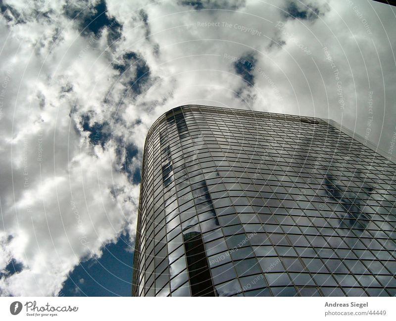 gen Himmel Frankfurt am Main Hochhaus Wolken modern Mainhattan Bankenviertel blau