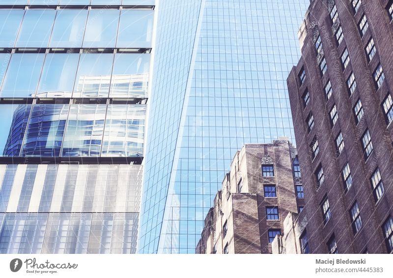 Alte und moderne Architektur in Manhattan, Farbvertonung, New York City, USA. Großstadt New York State Gebäude Büro Business alt Stadtbild Außenseite nyc