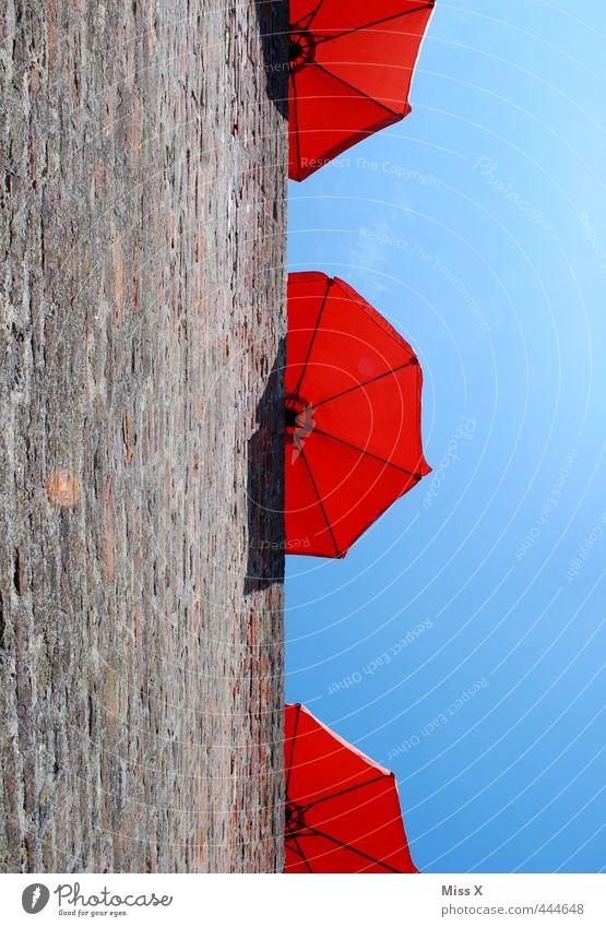 Sonnenschirme Ferien & Urlaub & Reisen Sommer Sonne rot Erholung Wand Mauer Freizeit & Hobby Pause Sonnenbad Balkon Sommerurlaub Café Restaurant Sonnenschirm Terrasse