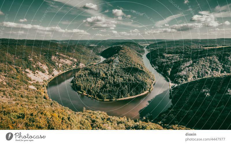 Saarschleife im Spätsommer Saarland Fluss Flussbiegung Mittelgebirge Landschaft Berge u. Gebirge Wasser Wald Panorama (Aussicht) Himmel Ferien & Urlaub & Reisen