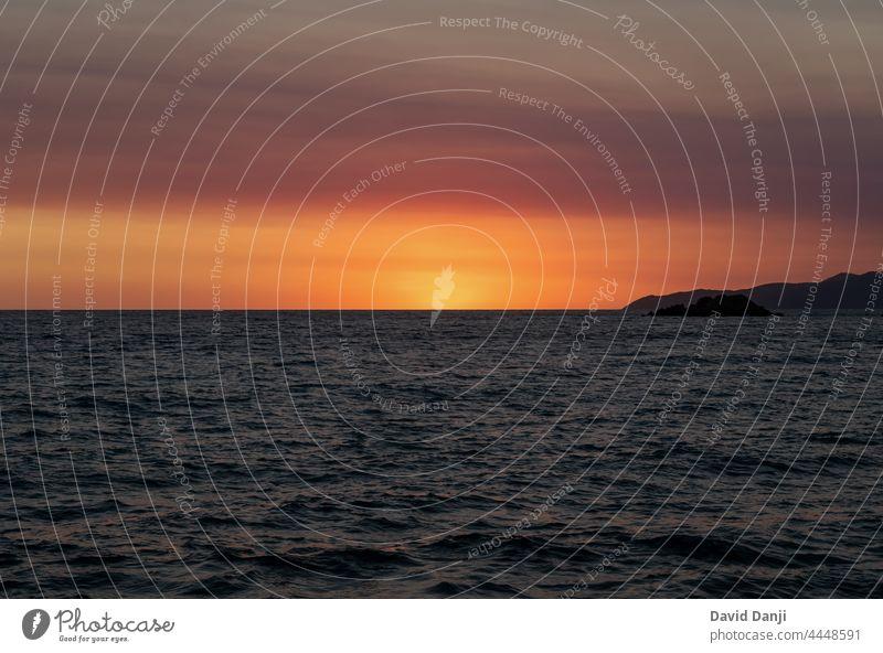 Sonnenuntergang am Meer in Petrovac, Montenegro adriatisch Adria Hintergrund Strand schön Schönheit Cloud Wolken wolkig Europa Abend golden Feiertag Horizont