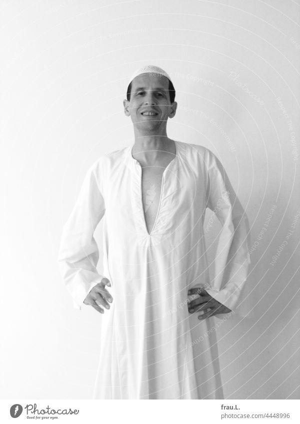 Stolz Mann Djellaba Mensch Takke Tunika Mütze lachen glücklich posieren Freude Reise Ägypten Erinnerung Kappe