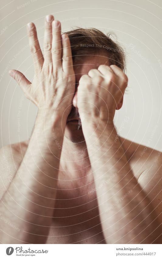 schere stein papier Mann Erwachsene Gesicht Hand 1 Mensch 30-45 Jahre blond berühren machen nackt natürlich Gefühle verstört Schüchternheit verstecken verdecken