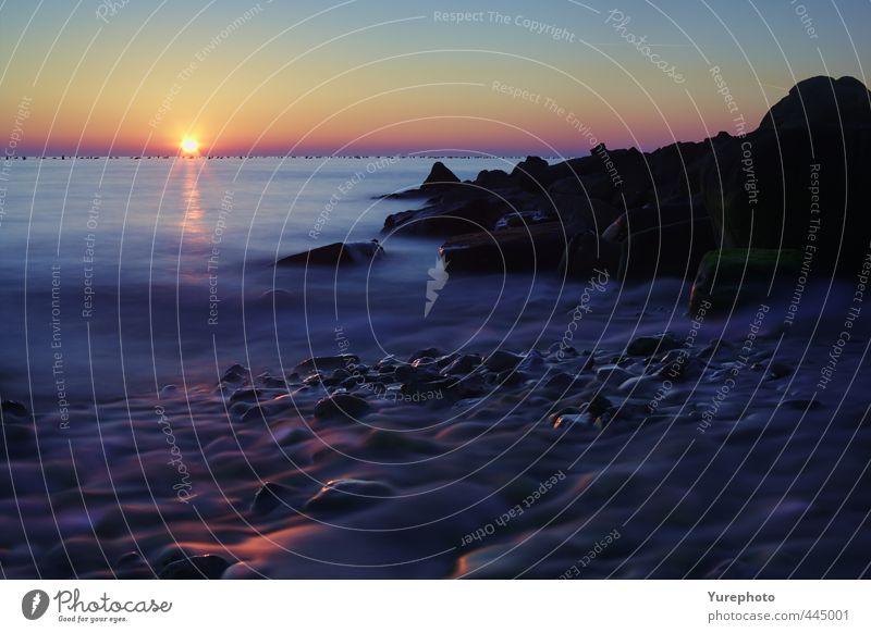 Sonnenuntergang Farben auf dem Wasser Ferien & Urlaub & Reisen Meer Wellen Natur Landschaft Himmel Wolkenloser Himmel Sonnenaufgang Schönes Wetter Felsen Küste