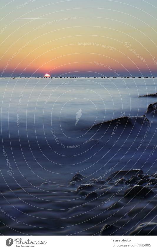 Sonnenuntergang Farben auf dem Meer Wellen Natur Landschaft Wasser Himmel Wolkenloser Himmel Sonnenlicht Schönes Wetter Felsen Küste Strand schön weich blau