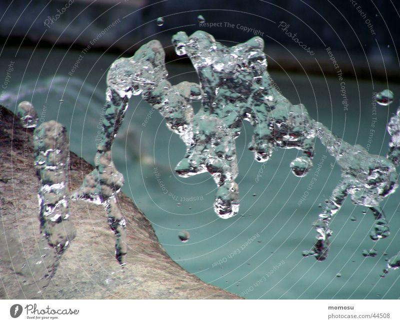 wassersprung Wasser Bewegung Wassertropfen nass Klarheit Brunnen Springbrunnen