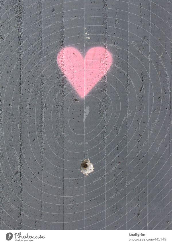 Herz Mauer Wand Fassade Zeichen Graffiti kaputt Stadt grau rosa Gefühle Liebe Verliebtheit Loch Bohrloch Beton Farbfoto Außenaufnahme Menschenleer