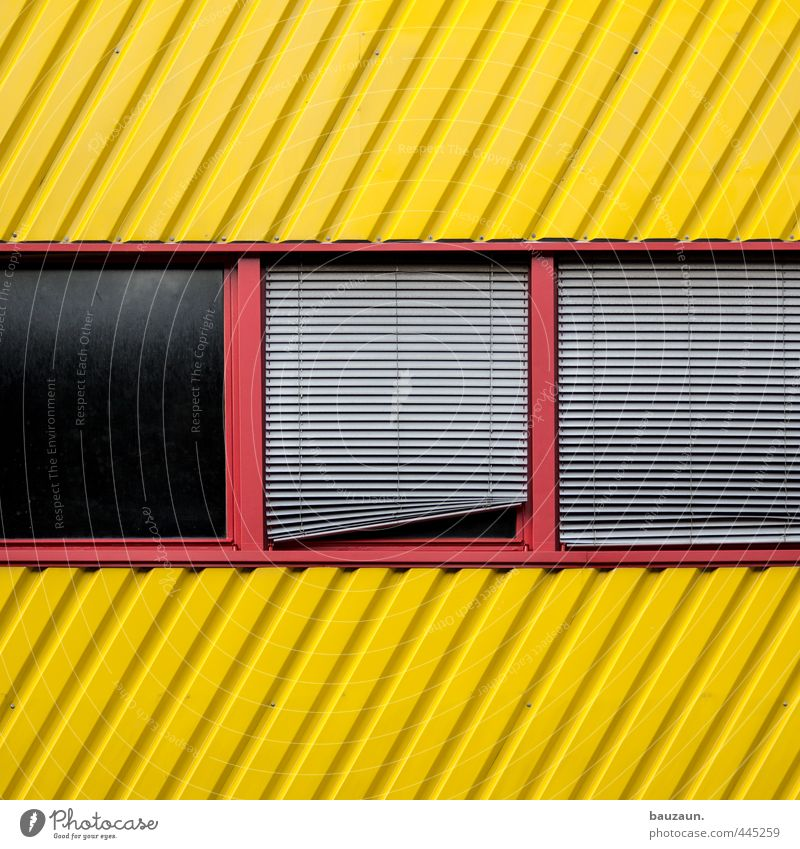 | / _. rot gelb Fenster Wand Mauer Gebäude Linie Metall Fassade Glas Schönes Wetter Streifen Industrie Güterverkehr & Logistik Fabrik Bauwerk