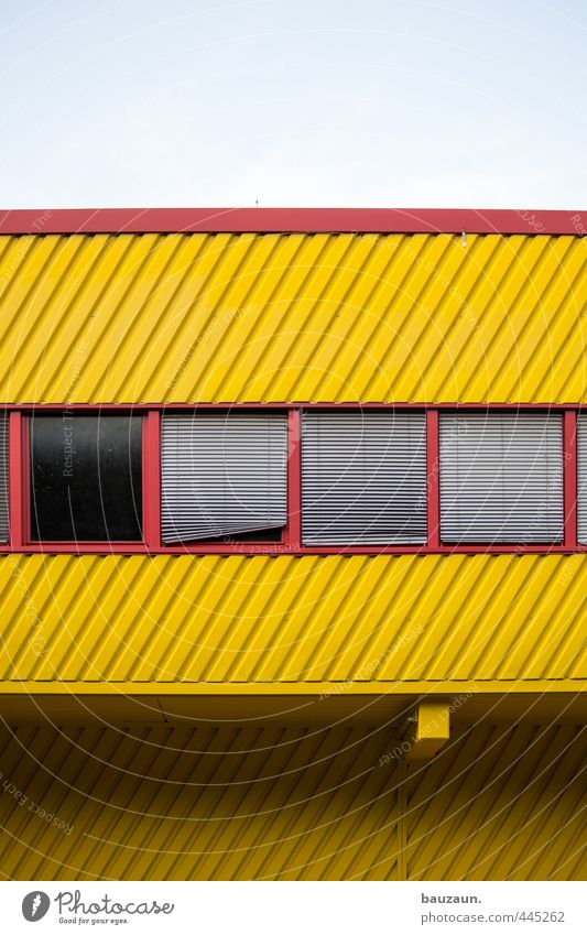 | / _ _. Himmel Sonne rot gelb Fenster Wand Mauer Architektur Gebäude Linie Metall Arbeit & Erwerbstätigkeit Fassade Glas Schönes Wetter Industrie