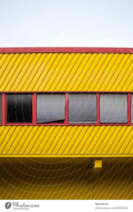 | / _ _. Industrie Handel Himmel Sonne Schönes Wetter Industrieanlage Fabrik Bauwerk Gebäude Architektur Mauer Wand Fassade Fenster Rollo Glas Metall Linie