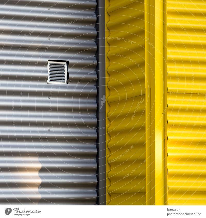 _-|_|_. gelb Wand Mauer Gebäude grau Linie Metall Fassade Energiewirtschaft Streifen Industrie Baustelle Landwirtschaft Güterverkehr & Logistik Kunststoff
