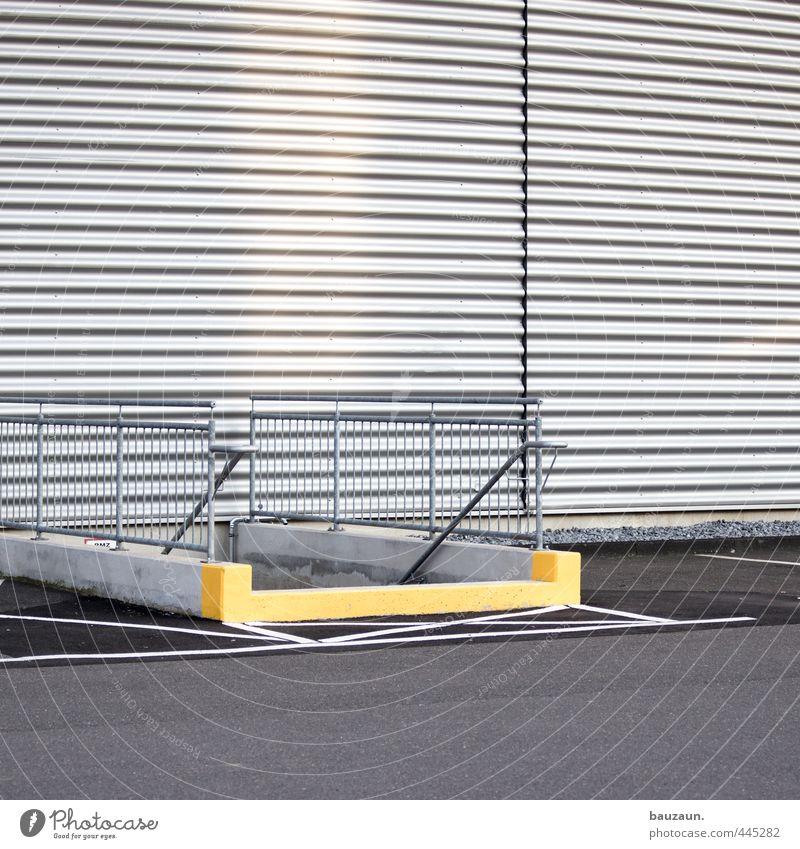 weniger gelb. Arbeitsplatz Fabrik Industrie Handel Güterverkehr & Logistik Platz Bahnhof Flughafen Bauwerk Gebäude Mauer Wand Treppe Fassade Straße Wege & Pfade