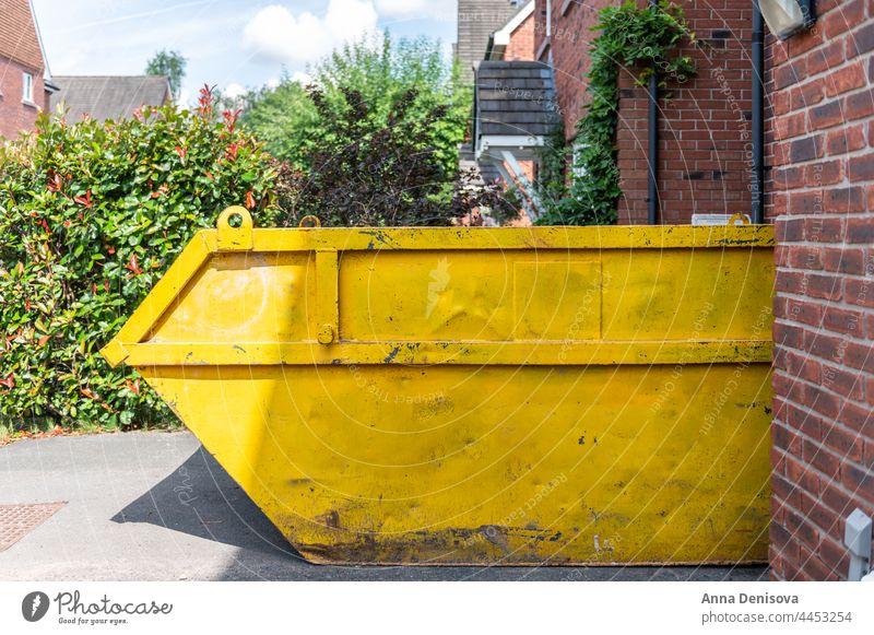 Big Yellow Mülltonne überspringen Entfernung Abfall laden Standort mieten Miete Konstruktion Industrie wiederverwerten Gebäude Behälter im Freien heimwärts Haus