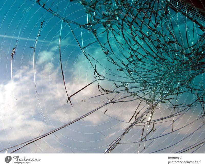 mehr als steinschlag Himmel Fenster PKW Stern (Symbol) kaputt obskur gebrochen Fensterscheibe Unfall Windschutzscheibe Steinschlag