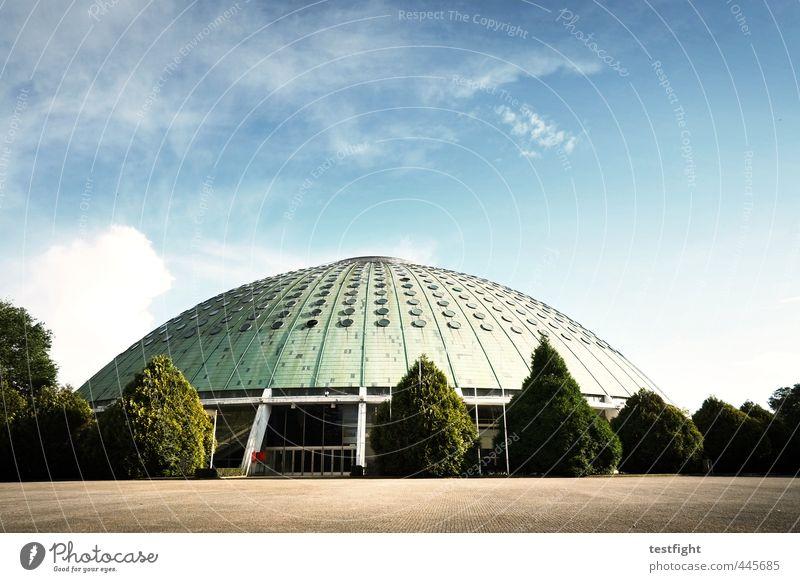 halle Stadt Einsamkeit Sport Architektur Gebäude verfallen Bauwerk Arena Sportstätten