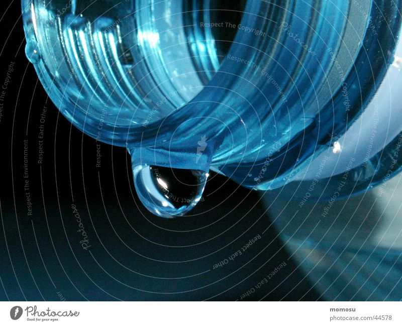 bis auf den letzten tropfen blau Wassertropfen Küche Trinkwasser Flasche Flaschenhals Mineralwasser Drehgewinde
