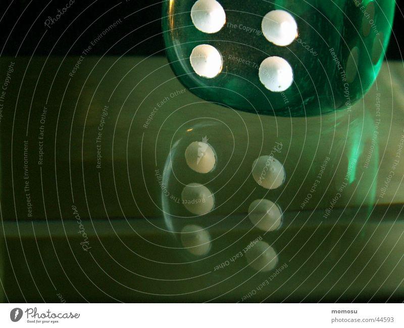 ...mehr oder weniger Spielen Reflexion & Spiegelung 6 grün Licht Freizeit & Hobby Würfel