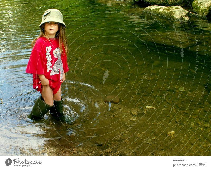 abenteuer natur Kind Natur Wasser Mädchen Sommer Freude Ferien & Urlaub & Reisen Spielen Abenteuer Bach Gummistiefel