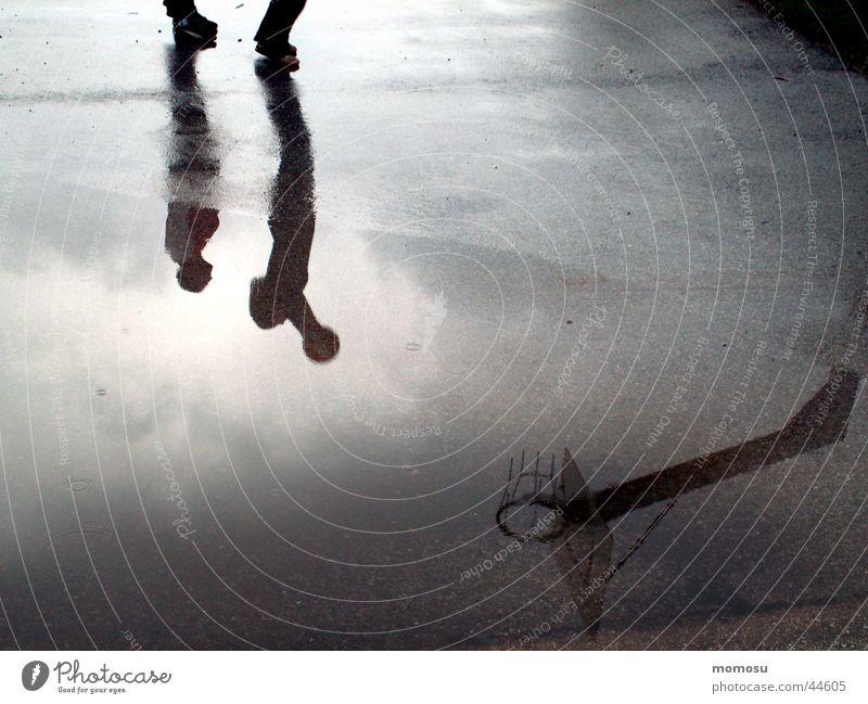 schattenspiel Reflexion & Spiegelung nass Kind Spielen Stimmung Sport Schatten Ball Basketball Lack Wasser