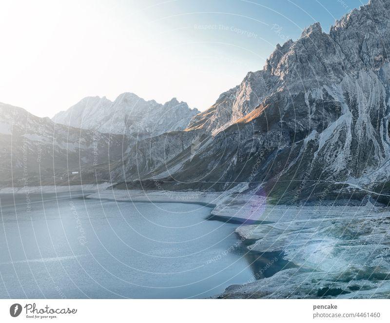 wettlauf mit der zeit Alpen Gebirge See Lünersee Klimawandel Trockenheit Erderwärmung Schweiz Österreich Deutschland Europa Dreiländereck Sonnenaufgang wandern