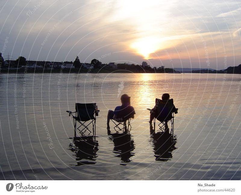 Just Chilling!!! Wasser Wolken ruhig Erholung Küste Stimmung Fuß Freundschaft Fluss Bier Stuhl Rhein Campingstuhl Abendsonne Lebensmittel