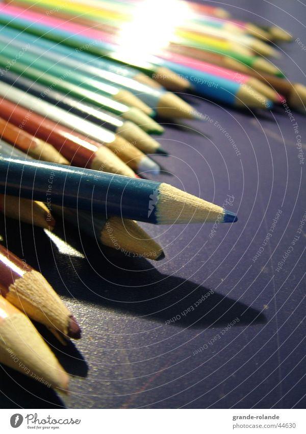 Buntstifte-3 Farbe Holz streichen Schreibtisch zeichnen Schreibstift Künstler Farbstift Farbmittel