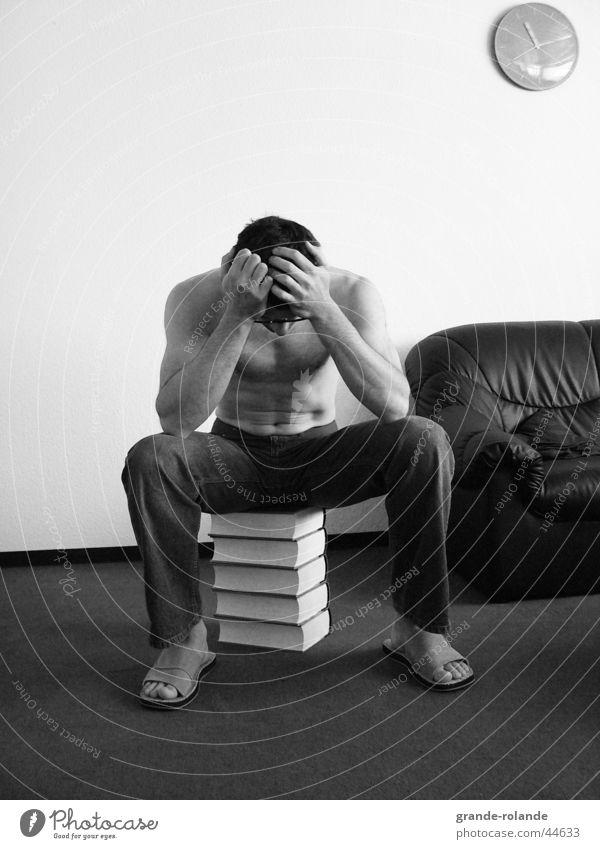 der Denker Buch Denken Zeit Mann Wissen Druck sitzen nachdenken Verzweiflung Eile