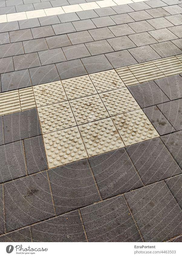 Blindenleitsystem Platten Gehweg Straße grau Linien Linien und Formen Muster abstrakt Leitsystem Blindheit Streifen minimalistisch graphisch