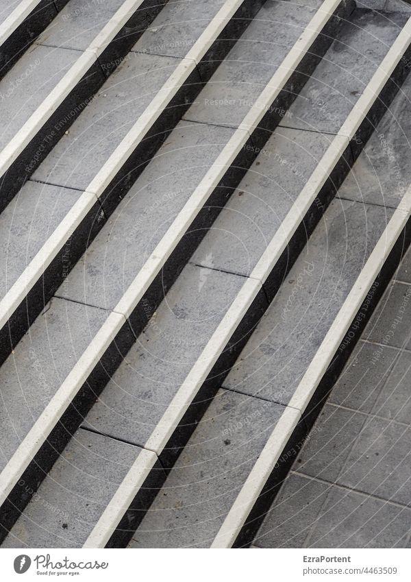 Treppe stufe grau Linien Architektur aufwärts Stufen abwärts Treppenabsatz abstieg aufstieg Platten schwarz weiß