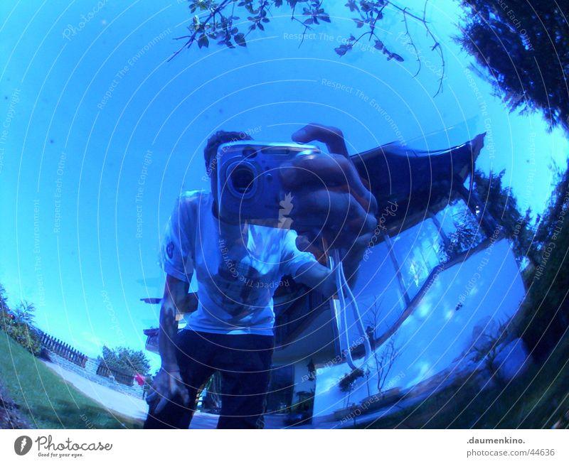 Blueprint Haus Hand Selbstportrait träumen faszinierend planen Sommer kurz Hose Blatt Fenster Terrasse Dach Mann Fischauge Jugendliche blau Mensch Arme