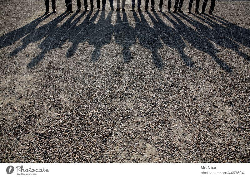 12 Mann Schatten Schattenspiel Silhouette zusammengehörig Menschengruppe Freundschaft Familientreffen Großfamilie Licht und Schatten Familie & Verwandtschaft