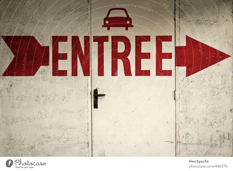 >----> Paris Stadt Bauwerk Gebäude Mauer Wand Tür Autofahren Zeichen Schriftzeichen Schilder & Markierungen Hinweisschild Warnschild alt dreckig trist rot weiß
