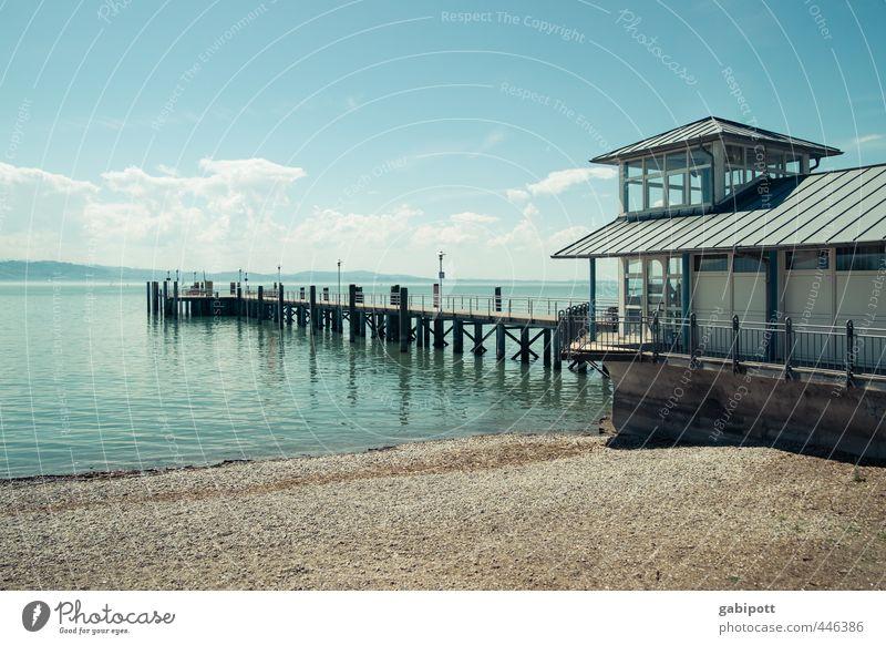 Steghaus Natur Landschaft Wasser Himmel Wolken Sonne Küste Seeufer Strand Bodensee Menschenleer Haus Terrasse blau Zufriedenheit Gelassenheit ruhig Sehnsucht