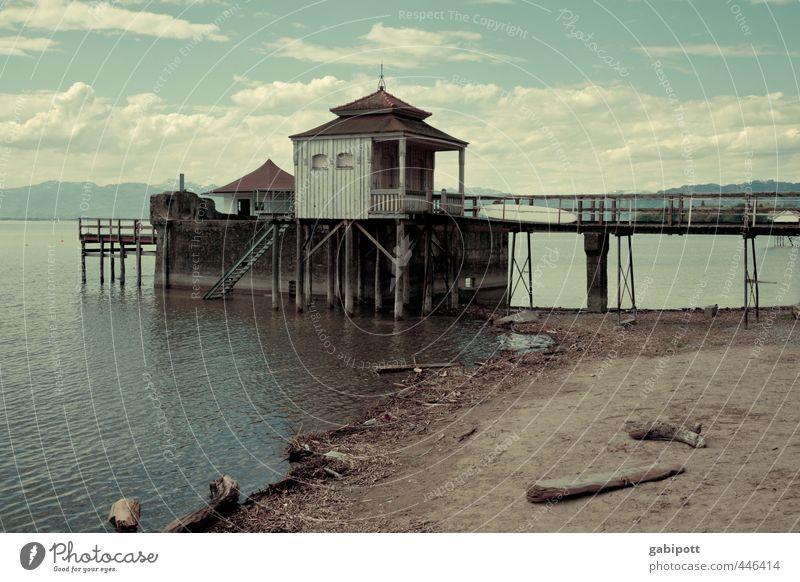 Haus am See Wasser Himmel Wolken Sonnenlicht Küste Seeufer Strand Bodensee Menschenleer Brücke Bauwerk Erholung Farbe Ferien & Urlaub & Reisen Idylle Nostalgie