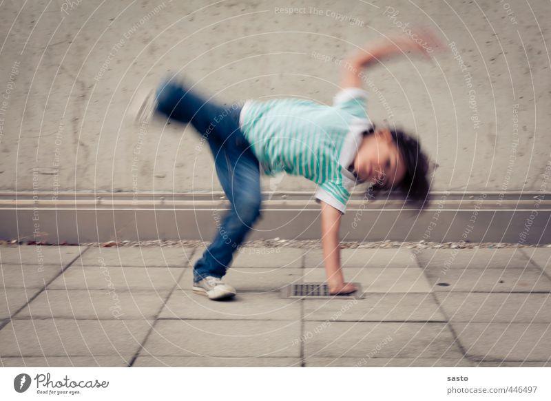 little breakdancer Freude Sport Kind Junge Kindheit Leben 1 Mensch 3-8 Jahre Tanzen Bewegung sportlich authentisch frech Fröhlichkeit Stadt Begeisterung