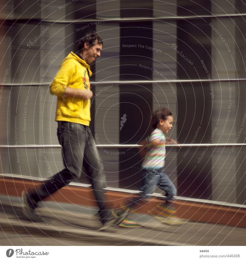 schief gelaufen Mensch Kind Freude Erwachsene Leben Aktion Kindheit Geschwindigkeit Fröhlichkeit sportlich rennen Vater abwärts Sportveranstaltung Sohn