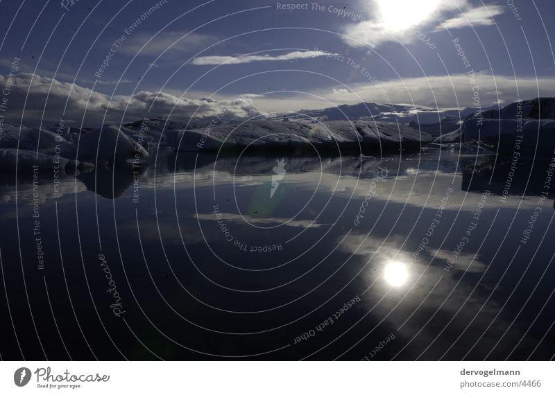 black ice Island See Reflexion & Spiegelung schwarz dunkel Gipfel Berge u. Gebirge Eis Schnee Sonne Klarheit Kristallstrukturen Himmel blau