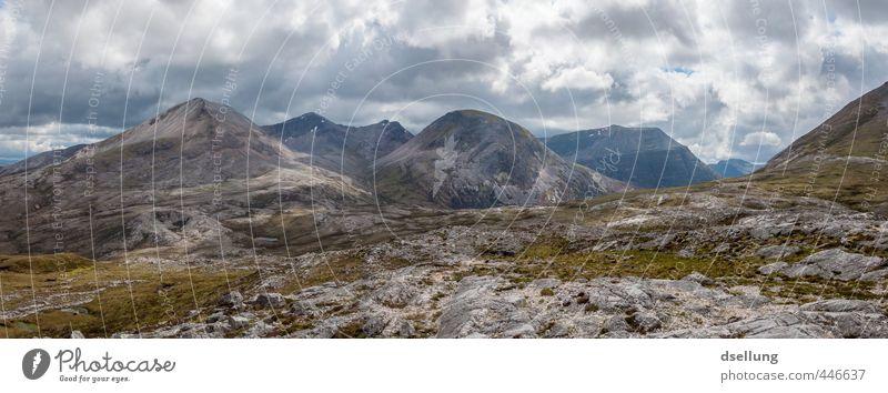Karge Pracht Umwelt Natur Landschaft Urelemente Erde Himmel Wolken Sommer Schönes Wetter Gras Felsen Berge u. Gebirge Gipfel eckig groß Unendlichkeit hoch kalt