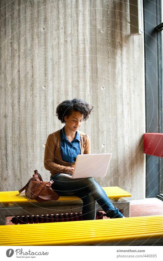 not available Jugendliche Erwachsene 18-30 Jahre feminin sprechen Schule Business Erfolg Computer Kommunizieren lernen Studium Pause Netzwerk Bildung Internet