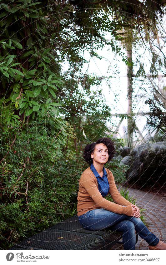 glashaus feminin 1 Mensch 18-30 Jahre Jugendliche Erwachsene Natur Baum Urwald Zufriedenheit Duft Einsamkeit einzigartig elegant Erholung erleben exotisch
