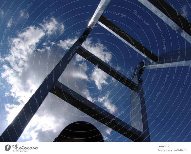 Leiter in den Himmel Wolken Licht hoch aufsteigen Freizeit & Hobby Sonne Perspektive Aussicht aufwärts blau Treppe