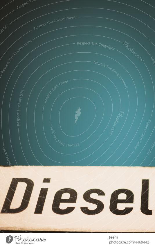 Diesel als Auslaufmodell - unter schönem blauen Himmel Dieselmotor Preis Preisentwicklung hochpreisig Benzin Tankstelle tanken Industrie Motor Erdöl