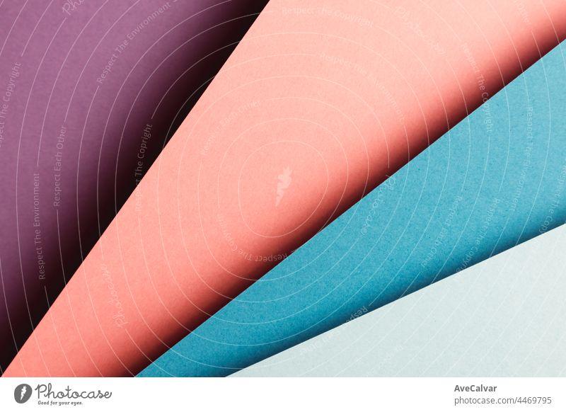 Abstrakte lila, blau und orange und gelbe Farbe Papier Geometrie Zusammensetzung Hintergrund mit Formen, minimalistische Schatten, Kopie Raum. Minimale geometrische Formen. Bunte Hintergrund Konzept