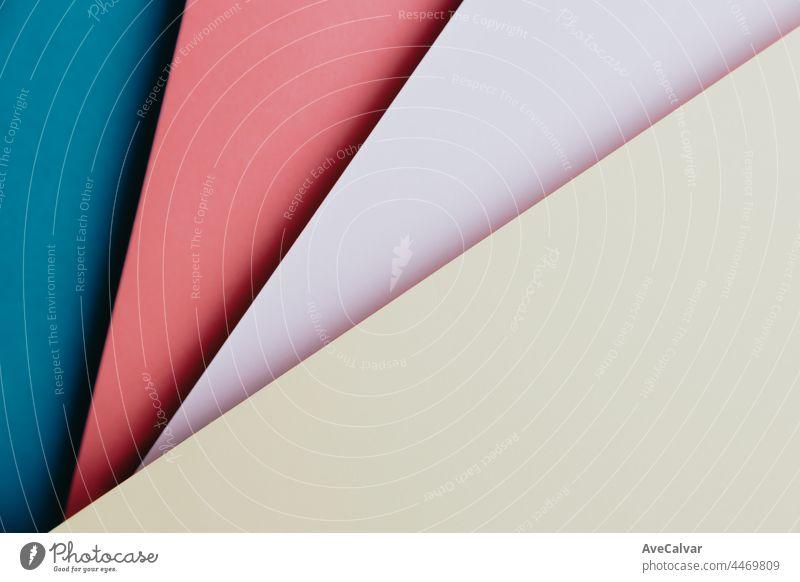 Abstrakt blau, rot, rosa und gelbe Farbe Papier Geometrie Zusammensetzung Hintergrund, minimalistische Schatten, Kopie Raum. Minimale geometrische Formen. Bunte Hintergrund Konzept