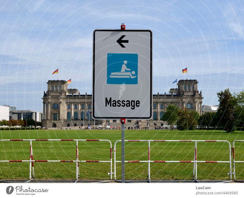 Zentrale Entspannung? - Massage im Reichstag Politik Regierung Deutscher Bundestag Regierungssitz Berlin Hauptstadt Parlament Sondierung Sondierungsgespräche
