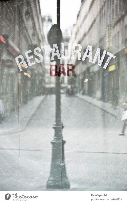 Reflektion Ferien & Urlaub & Reisen Restaurant Bar Cocktailbar Paris Frankreich Stadt Altstadt Haus Gebäude braun grau Laternenpfahl Fußgänger Straße
